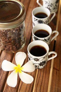 Kona coffee, Hawaii - the best! Kona Coffee, I Love Coffee, Coffee Art, Coffee Break, Morning Coffee, Coffee Cups, Black Coffee, Chocolates, Fresh Roasted Coffee