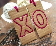 gift tag DIY with cardboard and yarn