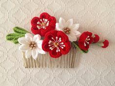 〈つまみ細工〉梅と小菊のコーム(赤と白)