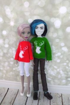 Matching Christmas sweaters with deer. Doll clothes for 12 inch Monster High. Hand-knitted green sweater for a boy + red sweater for a girl Matching Christmas Sweaters, Matching Sweaters, Christmas Clothes, Monster High Doll Clothes, Monster High Dolls, Diva Dolls, Christmas Deer, Clothes Crafts, Boy Doll