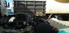 Acidente entre seis veículos deixa um morto na BR-101, na Iputinga Colisão aconteceu por volta das 4h30 deste sábado. Homem que morreu ficou preso embaixo de caminhão Um acidente envolvendo seis veículos deixou o saldo de uma pessoa morta, na madrugada deste sábado (6), na BR-101 Norte, na Iputinga, Zona Oeste do Recife. Segundo informações do Corpo de Bombeiros e da Polícia Rodoviária Federal (PRF), um caminhã Publicado em 06/04/2013, às 08h43 (Leia [+] clicando na imagem)