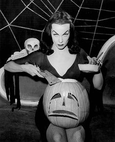 Maila Nurmi as Vampira