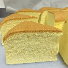 Butter Souffle Sponge Cake Batter enough for a round or square pan Ingredients: 2 eggs 6 egg yolks 2 tsp vanilla extract unsalted butter pinch of salt all purpose f… Butter Sponge Cake Recipe, Sponge Cake Recipes, Butter Cakes, Chinese Sponge Cake Recipe, Asian Desserts, Just Desserts, Dessert Recipes, Cupcakes, Cupcake Cakes