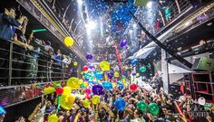 This New Year's Eve balloon drop was a crowd pleaser for one of Chicago's popular nightclubs! | Balloons by Tommy | #balloonsbytommy