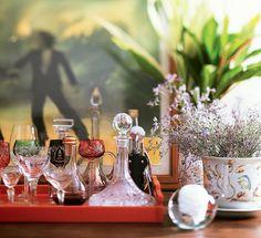 Quer deixar a casa cheirosa? Esqueça velas e aromatizadores de ambientes, que podem ser caros, e invista em uma solução mais natural. Plantas como lavanda e alecrim deixam um cheirinho ótimo. Dica da designer de interiores Neza Cesar