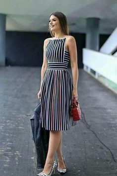 Striped Dresses 2018 Outfits Ideas Striped dresses are one of the evergreen fashion trends that work effortlessly. Stripes can go wrong if you don't wear them correctly, told stripes can make a person appear wider.But the addi… Simple Dresses, Cute Dresses, Beautiful Dresses, Casual Dresses, Dresses For Work, Dress Outfits, Fashion Dresses, Striped Dress Outfit, Maxi Dresses