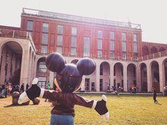Buon Pomeriggio Triennale!    #turismomilano #milaninsight #visitmilan #milanoart #topolino #mickey #mickeymouse #milanodavedere #triennale #triennalemilano #instatravel #milan #milano #igersmilano #ig_milan #ig_milano #italy #showart #arte #saturday #viaggio #buonpomeriggio #ig_italy #igersitalia by andregoico
