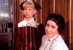 Nancy (Allison Balson, l.) kann tun, was sie will. Ihre Adoptivmutter Mrs. O...