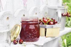 Jak sprawić by dżem wiśniowy był jeszcze smaczniejszy? Dodać do niego imbiru i rumu! W Kuchni Lidla znajdziesz przepis!