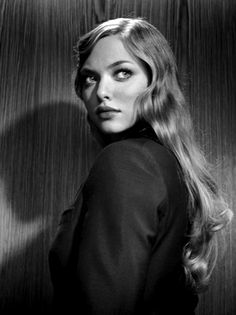 Amanda Seyfried // What these big eyes are saying to you, boy?
