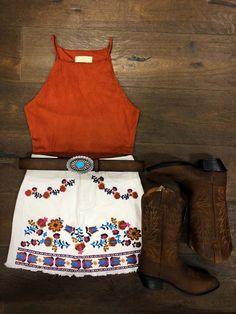 Floral Mini Skirt True To Size Front Pocket Look Cute Cowgirl Outfits, Country Style Outfits, Southern Outfits, Rodeo Outfits, Western Outfits, Cowgirl Boots, Western Wear, Summer Country Outfits, Cute Outfits For Party