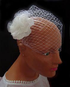 789ada1f1c Velo de novia tipo jaula - Bridal Birdcage. También las puedes encontrar en  Cel.