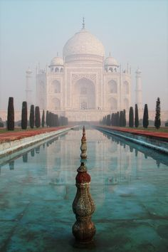 Taj Mahal, India..been to India so many times but ive never seen the Taj Mahal with my own eyes....*sigh*  some day!