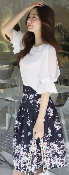 StyleOnme_Floral Print Flared Midi Skirt #elegant #floral #skirt #feminine #koreanfashion #kstyle #kfashion #summertrend #dailylook