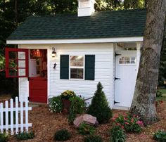 DIY Dream Garden Shed A Teacher's Dream Garden Shed - I'd love to build one to use as a craft shed. Design plans in the 2005 July/August Handyman Magazine Craft Shed, Diy Shed, Backyard Sheds, Outdoor Sheds, Garden Sheds, Backyard Barn, Shed Design, House Design, Plan Garage