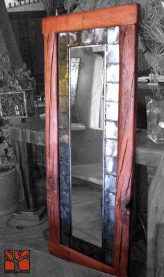 Nativo Redwood.  Espejo con marco de Roble rústico con marco interior de fierro forjado y cristal espejo color bronce. Dimension: 0.50x1.80  Valor: $320.000  A pedido en Av. Camilo Henriquez 3941, Puente Alto. Fono: +56 9 62277920 nativoredwood@gmail.com www.nativoredwood.com  Facebook: /nativoredwood  Pinterest: /nativoredwood  Instagram y Twitter: @NativoRedWood Google +: /nativoredwood