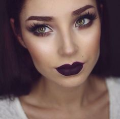 Vamp lip look and bright eyes.