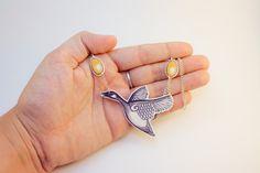 L'OIE d'or, collier plastique rétractable par AnniesFingers sur Etsy https://www.etsy.com/fr/listing/101261603/loie-dor-collier-plastique-retractable
