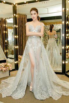 Jung 📷Foto Studio 89 𝓐i on Beautiful Indian Actress, Beautiful Asian Women, Beautiful Gowns, Sexy Gown, Sexy Dresses, Fashion Dresses, Event Dresses, Wedding Dresses, Beauty Full Girl