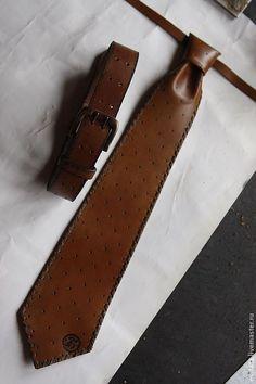 "Купить ГАЛСТУК & РЕМЕНЬ кожаные ""ЛИТЕРА"" - коричневый, галстук кожаный, галстук мужской Leather Art, Leather Collar, Leather Design, Leather Belts, Leather Tooling, Leather Jewelry, Tan Leather, Sewing Accessories, Leather Accessories"
