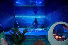 Egal, wonach Sie im Wellnessurlaub suchen - im **** Hotel Winzer Wellness und Kuscheln werden Sie bestimmt fündig. Die drei luxuriösen Spas erwarten Sie mit einem liebevoll zusammengestellten umfassenden Wellnessangebot. #leadingsparesorts #leadingspa #wellness #spa #wellnesshotel #romantikurlaub #romantik #romantic #verführen #luxury #pool #design #partnerurlaub #erwachsenenurlaub #fire #yoga Hotel Winzer, Das Hotel, Wellness Spa, Aquarium, Design, Winter Vacations, Gap Year, Don't Care, Cuddling