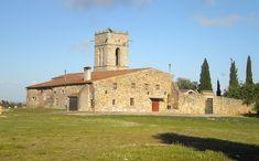 Amb vistes sobre la costa del Maresme, el Montseny i la plana del Vallès, el petit santuari del Corredor és un racó tranquil on passejar i gaudir de la natura