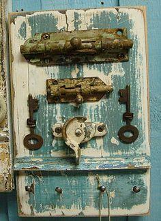 Key Holder Rack Blue Lagoon Skeleton Keys With Vintage Hardware - Ready to Ship Antique Keys, Vintage Keys, Key Crafts, Wood Crafts, Wood Wall Art, Wall Art Decor, Barn Door Decor, Old Barn Doors, Old Keys