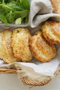 Pack these mini Chicken Pies on your spring picnic, or make one large family-sized version to feed hungry tummies. Empanadas, Pastry Recipes, Cooking Recipes, Savory Pastry, Savoury Pies, Healthy Savoury Snacks, Healthy Picnic Foods, Tandoori Masala, Wontons