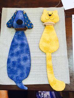 Cat and Dog book marks Dog Crafts, Felt Crafts, Fabric Crafts, Creative Bookmarks, Diy Bookmarks, Felt Bookmark, Bookmark Craft, Sewing Toys, Sewing Crafts