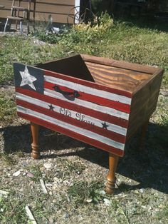 How to make wood craft for July Independence Day? Do not be afraid, we give you some simple but ingenious idea to use the waste wood to craft in commemoration USA Indepence day. Americana Crafts, Patriotic Crafts, Patriotic Decorations, July Crafts, Primitive Crafts, Wood Crafts, Yard Decorations, Recycled Crafts, Summer Crafts