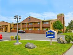 Wenatchee (WA) Best Western Chieftain Inn United States, North America Located in Wenatchee, Best Western Chieftain Inn is a perfect starting point from which to explore Wenatchee (WA). The hotel offers a wide range of amenities and perks to ensure you have a great time. To be found at the hotel are 24-hour front desk, facilities for disabled guests, express check-in/check-out, Wi-Fi in public areas, car park. All rooms are designed and decorated to make guests feel right at h...