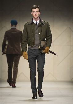 The Burberry Prorsum Menswear Autumn/Winter 2012 Show Burberry Prorsum, Burberry Men, Gucci, Military Fashion, Mens Fashion, Military Style, Milano Fashion Week, Style Casual, Men's Style