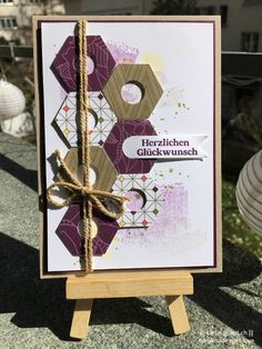 Glückwunschkarte / Congratulations card ||| Stampin' Up! ||| Brombeermousse/Blackberry Bliss, DSP Parkallee/Park Lane, Flüsterweiss/Whisper White, Ein duftes Dutzend/Delightful Dozen, Olivgrün/Old Olive, Osterglocke/Daffodil Delight, Savanne/Crumb Cake, Sechseck/Hexagon, Wildleder/Soft Suede, Work of Art