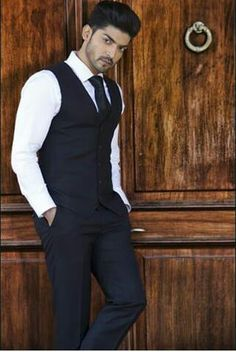 Gurmeet choudhary and in khamoshiyan unseen pic Tv Actors, Actors & Actresses, Gurmeet Choudhary, Most Handsome Actors, Boys Dpz, Indian Movies, Men Style Tips, Bollywood Actors, Celebs