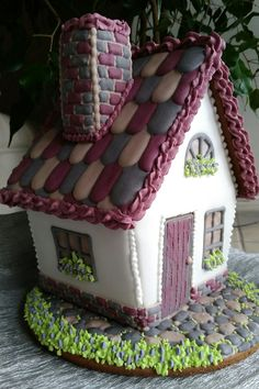 LOVE this gingerbread house design!