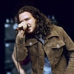 Electrical Audio • View topic - Most handsome member of Pearl Jam? YOU MIGHT NOT BUT ALL THE LADIES LOVE THIS MAN AND HIS BROWN CORD JACKET