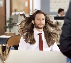 Hilarious! This is what happens when men use women's shampoo // Click to watch