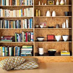 Une bibliothèque dans l'épaisseur du mur