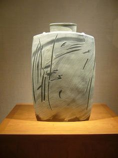 Sung Jae Choi -Contemporary Korean ceramics- not strictly 'slipware' but lovely use of slip on stoneware.