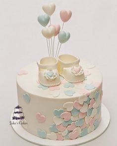 Looking for ideas for baby shower cakes? Check out these 10 Gorgeous Baby Shower Cakes for boys, girls, twins, gender reveals, and gender neutral baby showers. Torta Baby Shower, Baby Shower Kuchen, Baby Shower Cupcakes, Shower Baby, Birthday Cupcakes, Cakes For Baby Showers, Baby Shower Cake Decorations, Birthday Parties, Bridal Shower