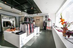A Hambourg, Lidl vient d'ouvrir un point de vente éphémère pour faire la promotion de la déclinaison premium de sa gamme textile Esmara. C'est une pierre de plus dans la stratégie de sortie du hard discount de l'enseigne.