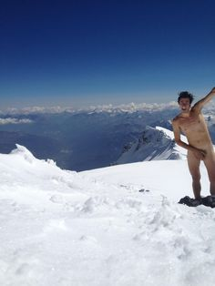 Nude Selfie in the snow Kilian Jornet, Saint Gervais, Sport 2, Iconic Photos, Montevideo, Just Run, Trail Running, Mount Everest, Travel