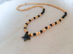 Collier sautoir hippie perles bois noir et naturel pendentif étoile en céramique : Collier par les-envoutantes