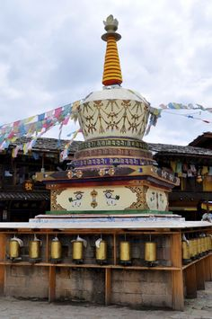 A stupa in the old town. Practical infos from Chengdu to Shangri La