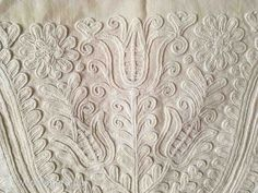 Hungarian Embroidery, Folk Embroidery, Learn Embroidery, Chain Stitch Embroidery, Embroidery Stitches, Embroidery Patterns, Stitch Head, Last Stitch, Braided Line
