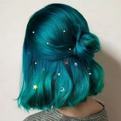 silver hair color ideas and tips for dyeing, maintaining your grey hair 18 - silberne Haarfarben Ideen und . Hair Dye Colors, Hair Color Blue, Cool Hair Color, Blue Green Hair, Pastel Hair Colour, Crazy Hair Colour, Amazing Hair Color, Pastel Green Hair, Bright Blue Hair