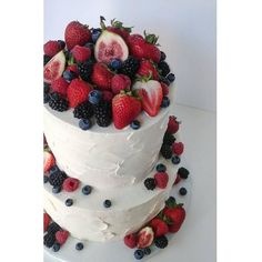 Summery wedding cake at an Omni Mont-Royal wedding Storybook Wedding, Wedding Cakes, Weddings, Desserts, Food, Tailgate Desserts, Meal, Wedding Pie Table, Mariage