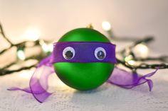 Weihnachtskugeln+kaufen?+Aber+nein!+Lass+Deine+Kinder+ihre+eigenen+Disney+Weihnachtskugeln+selber+basteln.+Schön+und+originell!