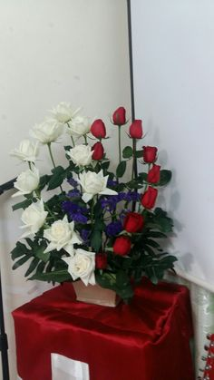 Table Arrangements, Floral Arrangements, Funeral Flowers, Flower Arrangement, Be My Valentine, Planting Flowers, Home And Garden, Gift Wrapping, Table Decorations