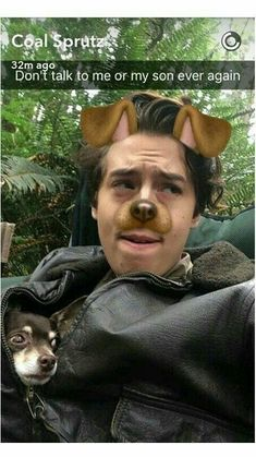 To be honest this is Finley with Mayhem RIVERDALE # honest Cole sprouse Cole Sprouse Snapchat, Cole Sprouse Hot, Cole Sprouse Funny, Cole Sprouse Jughead, Dylan Sprouse, Bughead Riverdale, Riverdale Funny, Riverdale Memes, Riverdale Theories